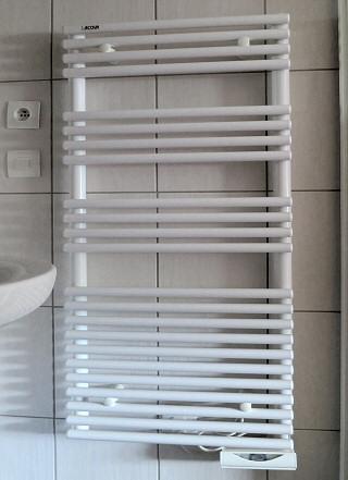 chauffage salle de bain quelles solutions ooreka. découvrir le ... - Chauffer Une Salle De Bain Avec Un Seche Serviette