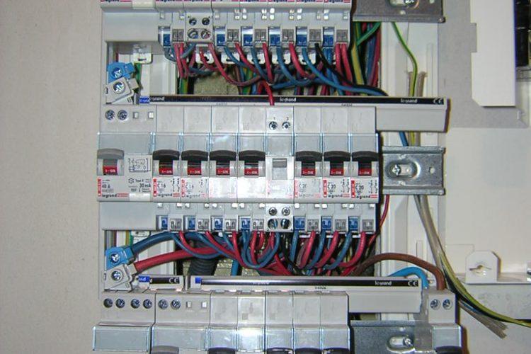 Tableau electrique archives id e chauffage - Tableau de distribution electrique ...